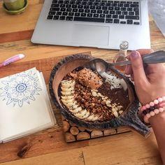 Náramky Beads of Love z minerálů jsou plné pozitivní energie a vibrací, léčí, dodávají sílu, energii a lásku. Tiramisu, Acai Bowl, Breakfast, Ethnic Recipes, Food, Acai Berry Bowl, Morning Coffee, Essen, Meals
