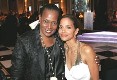 The Legends Ball 2006 | Fashion icon Naomi Sims and Halle Berry pose for the camera!