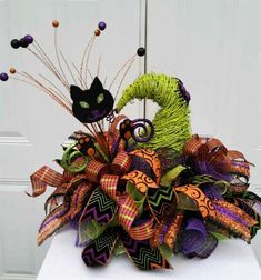 10 Awesome Halloween Decorations to try - Life Is Fun Silo Table Halloween, Halloween Door Wreaths, Halloween Table Decorations, Halloween Projects, Vintage Halloween, Diy Halloween, Halloween Stuff, Halloween Wishes, Scarecrow Wreath
