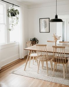 Relaxed Southern Style Meets Scandinavian Minimalism in a Florida Home - Home Design Comfortable Dining Chairs, Solid Wood Dining Chairs, Light Wood Dining Table, Dining Table Rug, Dinning Chairs, Leather Dining Chairs, Room Chairs, Side Chairs, Dining Room Inspiration