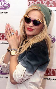 Rita Ora in A Morir sunglasses