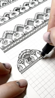 Unique Drawings, Art Drawings Sketches, Easy Drawings, People Drawings, Pencil Drawings, Mandala Art Lesson, Mandala Drawing, Mandala Pattern, Zentangle Patterns