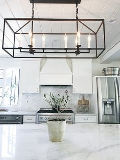 Luxury Kitchen Affodable linear chandelier Kitchen island with linear chandelier Affodable linear chandelier ideas Living Room Lighting, Home Lighting, Kitchen Lighting, Lighting Ideas, Home Design, Interior Design, Design Ideas, Linear Chandelier, Chandelier Ideas