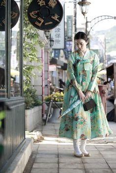 Korean Fashion – How to Dress up Korean Style – Designer Fashion Tips Korean Traditional Clothes, Traditional Fashion, Traditional Dresses, Korean Fashion Trends, Korea Fashion, Asian Fashion, Korean Dress, Korean Outfits, Modern Hanbok