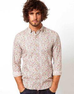 camisa floreada hombre