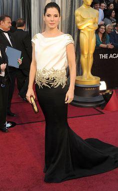 Goddess Gown from Mejores looks de Sandra Bullock  Marchesa vestido de arena no es el más emocionante en los Oscars 2012 , hasta que se da la vuelta ... es sin espalda!