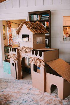 Cardboard Box Castle, Cardboard Cat House, Cardboard Box Crafts, Cardboard Playhouse, Cardboard Toys, Cardboard Furniture, Diy For Kids, Crafts For Kids, Cat Castle