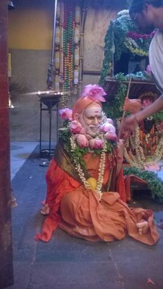 Very Rare Sight-Two Periyava's in Adishtanam! – Sage of Kanchi Indian Saints, Saints Of India, Shiva Linga, Shiva Shakti, Sai Baba Pictures, God Pictures, Hindu Deities, Hinduism, Mahavatar Babaji
