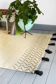 magical thinking kilim fringe rug (you guys, I think I could DIY this!)