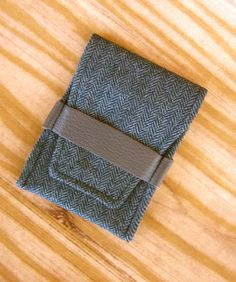 Thin wallet or business card holder
