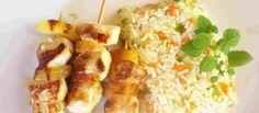Cómo hacer brochetas de pollo con piña - Después de días festivos y copiosas comidas, nada mejor que un plato ligero y si encima es diurético, digestivo y nos ayuda a depurar el organismo, mejor que mejor.