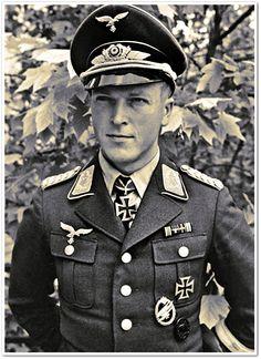 Efter bara ett par minuters flygning brast linan som styrkechefens, löjtnant Rudolf Witzig, plan bogserades med. Ytterligare ett plan, vars bogserlina kapades för tidigt, var tvunget att gå ner.