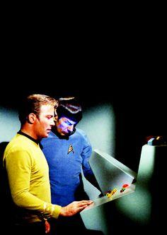 Star Trek: Kirk and Spock Star Trek Original Series, Star Trek Series, Star Wars, Star Trek Tos, Star Trek Captains, I See Stars, Star Trek Images, Starship Enterprise, William Shatner