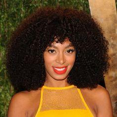 Solange Knowles ha vuelto a poner de moda el pelo afro, un look tendencia que apuesta por dejar tu rizos al aire y en total libertad. ¡Atrévete!