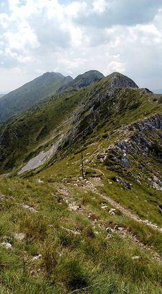 Piatra Craiului - Vârful Ascuțit prin Brâul Ciorânga Mountaineering, Mountains, Nature, Travel, Naturaleza, Viajes, Climbing, Hill Walking, Trips