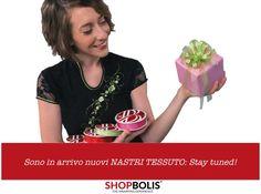 Presto saranno disponibili nuovi nastri tessuto a marchio BOLIS: stay turned!!! #gift #wrapping #nastro #ribbon #tessuto #madeinitaly #epoiarrivailregalo #lapparenzaconta