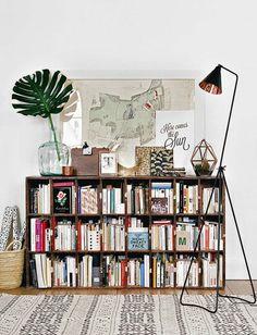 DIY Bücherregal aus Holzkisten bauen