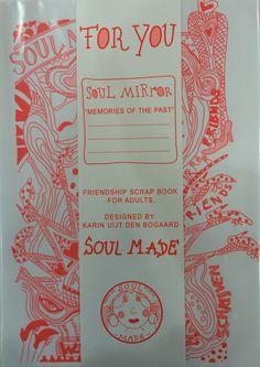 SoulMirror, poëziealbum voor volwassenen, geïntroduceerd tijdens de Dutch Designweek. Te bestellen via Facebook bij Soul Made ID. Winkelprijs €15,— inclusief 4 vellen stickers.