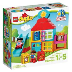 Conheça o sensacional Lego Duplo Minha Primeira Casa de Brinquedos, um conjunto incrível que vai conquistar os pequeninos! Com as peças as crianças vão montar uma colorida casinha e assim soltarem a imaginação e criarem animadas brincadeiras. Com este Lego as crianças poderão desenvolver sua criatividade  de uma forma prazerosa  e segura, pois as peças da linha Lego Duplo são desenvolvidas em um tamanho especial, maior, para proporcionar mais segurança as crianças e tranquilidade aos pais.