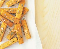 baked polenta chips - the kids love these (without the rosemary and pepper) Polenta Chips Recipe, Baked Polenta, Mothers Day Dinner, Healthy Chips, Vegetarian Recipes, Cooking Recipes, New Flavour, Everyday Food, Potato Chips