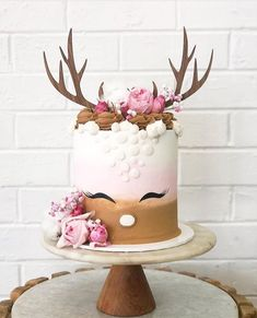 Pretty Cakes, Cute Cakes, Reindeer Cakes, Christmas Cake Designs, Woodland Cake, Cakes Plus, Holiday Cupcakes, Animal Cakes, Girl Cakes