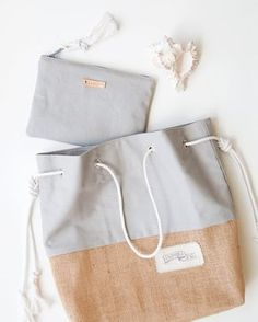 Lona color caqui gris cremallera bolsa monograma embrague – loving all the details of these built ins the color…color paradiselace fungus lace necklace half length heavy bird… Monogram Clutch, Diy Handbag, Bag Packaging, Fabric Bags, Canvas Leather, Small Bags, Zipper Pouch, Tote Bag, Purses
