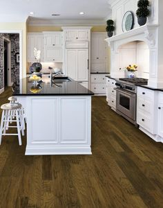 This kitchen features another example of the combination of high contrast, with white cabinetry and black countertops, and natural tones on the hardwood flooring. Grey Hardwood Floors, Hickory Flooring, Installing Hardwood Floors, Engineered Hardwood Flooring, Hickory Wood, Modern Flooring, Black Kitchen Floor Tiles, Kitchen Flooring, Black Countertops