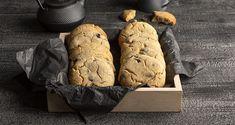 Βασική ζύμη για μπισκότα από τον Άκη Πετρετζίκη. Φτιάξτε την πιο εύκολη ζύμη για τραγανά μπισκότα με σοκολάτα και συνοδεύστε τον καφέ ή το γάλα!