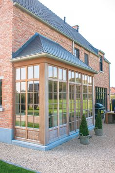Gravel up to the house, Home Sweet Home Interior Exterior, Exterior Design, House Front, My House, Victorian Greenhouses, Belgian Style, Mansions Homes, Patio, Architectural Features
