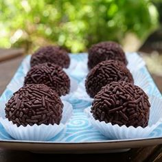 Recipe for homemade brigadeiros, a traditional Brazilian chocolate truffle made with cocoa powder and condensed milk rolled in chocolate sprinkles. Also includes some variations, and how to make homemade condensed milk or vegan condensed milk. Vegan Condensed Milk, Homemade Condensed Milk, Chocolate Sprinkles, Easter Chocolate, Chocolates, Dominican Food, Milk Roll, Comida Latina, Latin Food