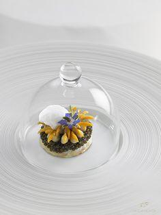 @ Château de La Chèvre d'Or. Hôtel et restaurant dans un village. Recreate this dish with a polenta foundation and lentil curry with figs