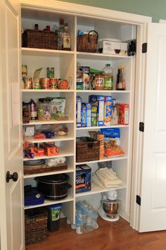 High Quality White Melamine Pantry With All Shelving