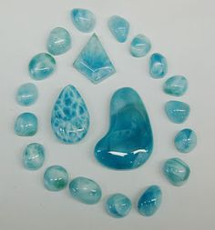 Larimar represents peace and clarity. Eases stress, calms the heart. The Dolphin Stone Minerals And Gemstones, Rocks And Minerals, Turquesa E Coral, Beautiful Rocks, Mineral Stone, Crystal Grid, Stones And Crystals, Gem Stones, Blue Crystals
