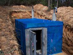 Build a Bunker! Survival Knife, Survival Prepping, Emergency Preparedness, Survival Gear, Emergency Preparation, Doomsday Prepping, Wilderness Survival, Survival Skills, Tornado Gif