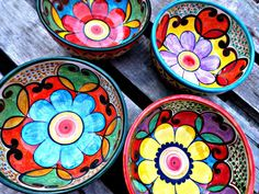 Slab Pottery, Pottery Art, Ceramic Painting, Ceramic Art, Oyster Shell Crafts, Ceramics Projects, Painted Pots, Mexican Folk Art, Colorful Drawings