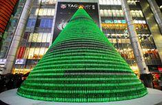 Árvore de Natal - Xangai, China.  Milhares de garrafas de cerveja.