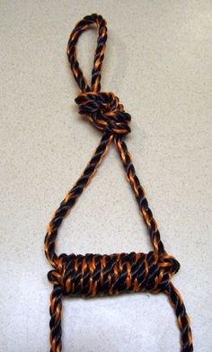 In this article we pull together 101 Paracord Projects, including survival bracelets, lanyards and belts. These DIY projects are all made with 550 paracord. Diy Ladder, Rope Ladder, Paracord Knots, Paracord Bracelets, Rope Knots, Cobra Weave, Foam Armor, Paracord Projects, Paracord Ideas