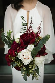 Having a Marsala wedding but need some flower inspiration? Then come check out our 5 favorite Marsala wedding bouquets for the bride and bridesmaids. Bridal Bouquet Fall, Winter Bouquet, Flower Bouquet Wedding, Floral Wedding, Bridal Bouquets, Wedding Colors, Flower Bouquets, Bridal Flowers, Boquet