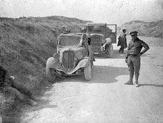 Spain - 1938. - GC - Teniente Steve Tsermengas and autos at Hijar