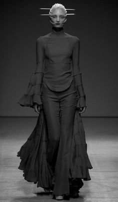 "GARETH PUGH SS 2013 #catwalk #fashion  me in the grocery store like ""where's the microwave burgers?"""