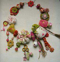 found at Marie Claire Idees. http://marielesbasbleus.blogs.marieclaireidees.com/archive/2008/07/11/frieda-et-les-potirons.html