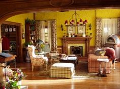 The Dragonfly Inn's french country sitting room Gilmore Girls Set, Gilmore Girls Fashion, Babette Ate Oatmeal, Dragonfly Inn, Girlmore Girls, Upholstered Furniture, The Ranch, My New Room, Home Look