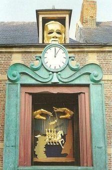 Jac-Monestier-Marionnettiste  Le grand marionnettiste est un automate de 10m de haut, symbole du festival des marionnette a Charleville Mézières. Il raconte la légende des 4 fils Aymon.
