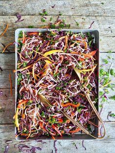 Thai nudelsalat med peanøttdressing - Mat På Bordet Tex Mex, Tapas, Crockpot, Food And Drink, Beef, Snacks, Dinner, Mat, Vegetarian