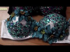 DIY COSTUME - Flower Rhinestone Bra Top Because who doesn't love bedazzled bra tops? I finally sat down and create an in depth tutorial on how to create your very own 'rhinestone' covered bra tops. Custom Dance Costumes, Belly Dance Costumes, Diy Costumes, Bedazzled Bra, Rhinestone Bra, Rave Bra, Mermaid Bra, Rave Outfits, Diy Flowers