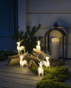 LED figur i akryl med 40 varmhvite LED fra Konstsmide. Figuren forestiller fem små reinsdyr som du kan sette i en liten klynge ute. Sett de inn i et lite vinter-tablå så har du satt stemningen for vinteren! Gir en skikkelig koselig effekt på utebelysningen om vinteren, men kan like fint brukes inne. Led, Fireplace, Decor, Home Decor