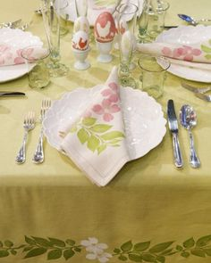 """See+the+""""Block-Printed+Floral+Table+Linens""""+in+our+Easter+Table+Crafts+and+Favors+gallery"""
