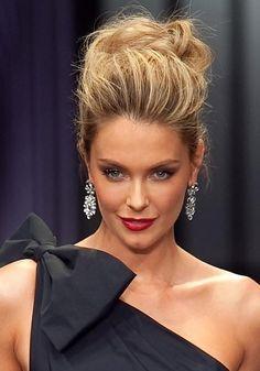 Jennifer Hawkins Messy Updo #hairstyles #updos