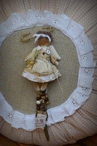 blog.tildy, lalka tilda, broszka, zabawki szmaciane, rękodzieło, tilda, ręcznie szyte zabawki, szmaciane lalki, lalka typu tilda, kot, miś, lalki artystyczne
