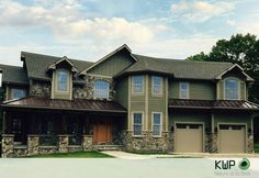 Bringing a timeless, natural beauty to any architectural style, with a beautiful contrast between two tones. Wood Siding, Exterior Siding, House Exterior Color Schemes, Good Color Combinations, Rustic Colors, House Colors, Home Remodeling, Natural Beauty, Contrast